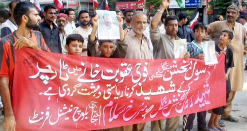 Activists of the Baloch National Front stage a protest against the killing of Rasool Bux Mengal outside the Karachi press club. – APP photo