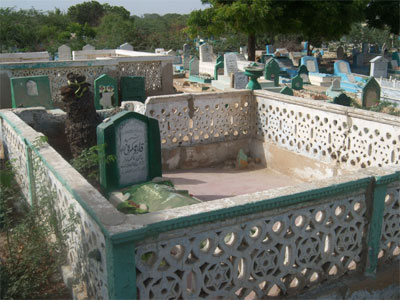 Final resting place of Kadu Makrani.