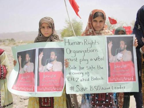 Two girls demonstrate their support of BSO-Azad.