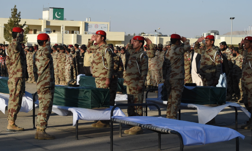 Pakistani soldiers salute coffins of colleagues