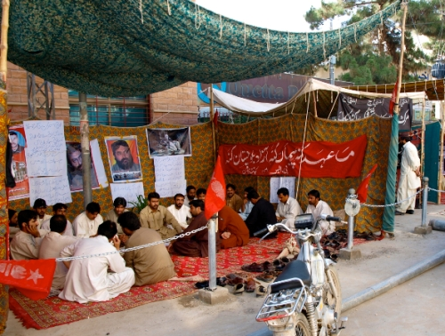 A sit in for the disappeared in downtown Quetta, the capital of Pakistan's restive Balochistan province. Karlos Zurutuza